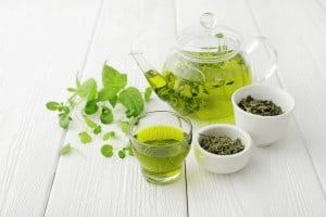 Green tea to make anti-aging face serum