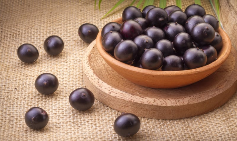 Acai berries for anti-aging